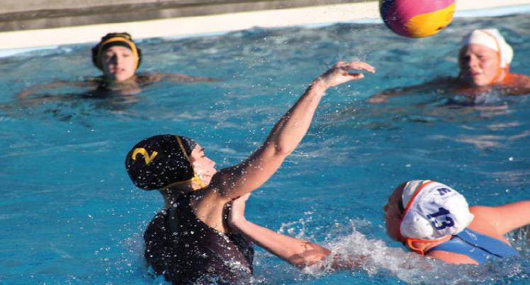 girls-water-polo